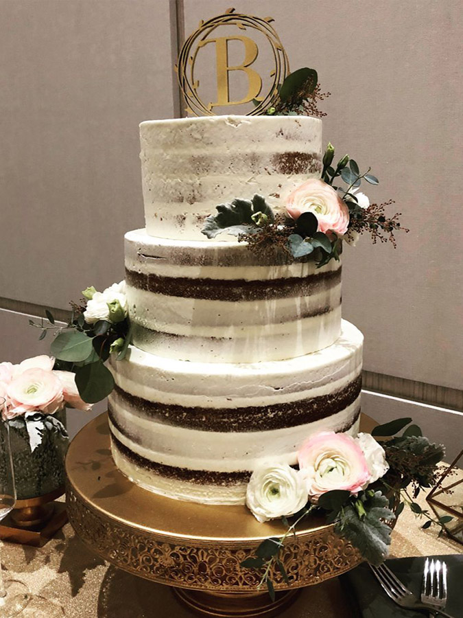 non-traditional wedding cakes